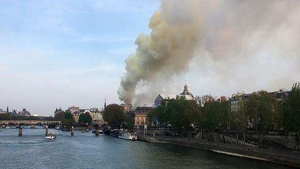Am Montagabend brach das Feuer in dem Pariser Wahrzeichen Notre Dame aus.