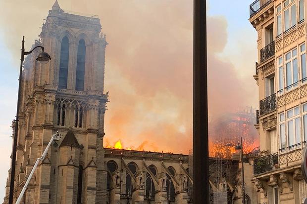 Der Grundstein für die Kathedrale im Herzen von Paris wurde im Jahr 1163 unter Bischof Maurice de Sully gelegt.