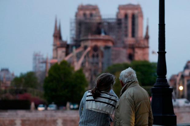 Notre Dame wird wohl niemals wieder so sein, wie es einmal war. Die Franzosen sind schockiert und traurig über die teilweise Zerstörung des Wahrzeichens.