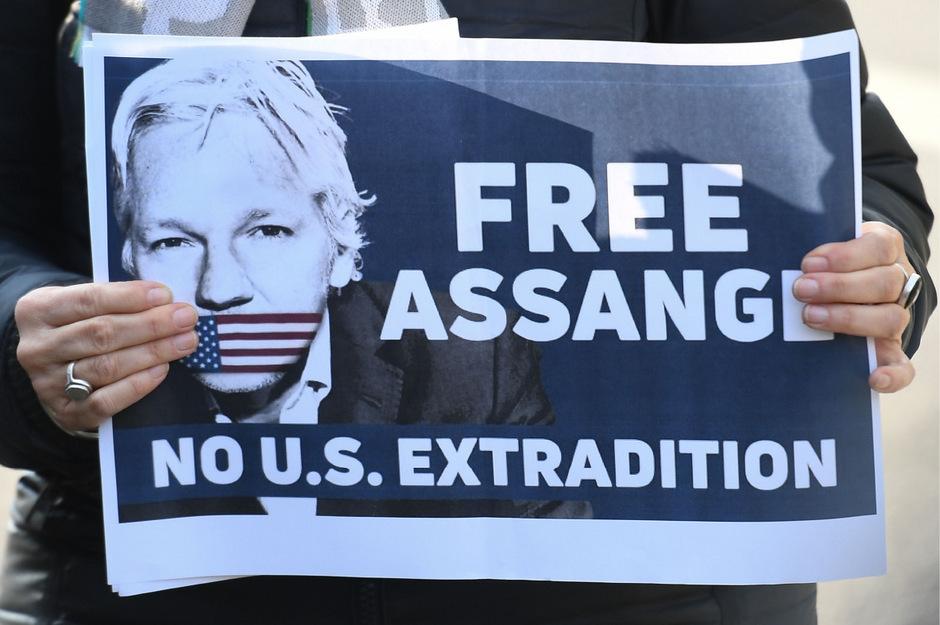 Weltweit wird gegen die Festnahme des Wikileaks-Gründers und die mögliche Auslieferung in die USA protestiert.