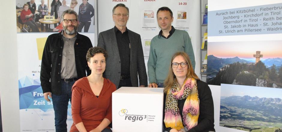 Stefan Jöchl, Birgit Bätz, Obmann Sebastian Eder, Bernhard Weicht und Melanie Hutter bei der Präsentation der Erhebung.