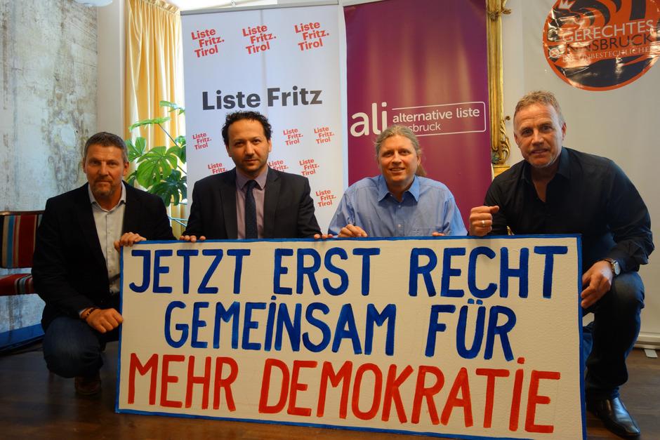 "Orten ""massiven Angriff auf die Demokratie"": v.l. GR Tom Mayer (Liste Fritz), GR Mesut Onay (Alternative Liste Innsbruck), Berthold Schwan (Bürgerinitiativen) und GR Gerald Depaoli (Gerechtes Innsbruck)."