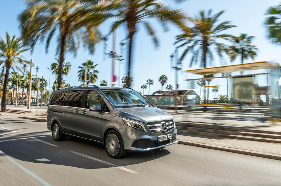 Unverändert viel Platz, jetzt mit der jüngsten Motorengeneration des Hauses und aufgefrischtem Look: So geht die Mercedes V-Klasse in ihr fünftes Baujahr.