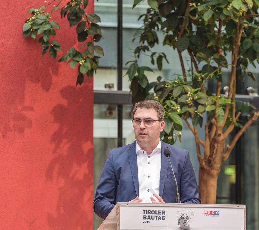 Zahlreiche Vertreter der Bauwirtschaft wurden beim Tiroler Bautag von Landesinnungsmeister Anton Rieder begrüßt.