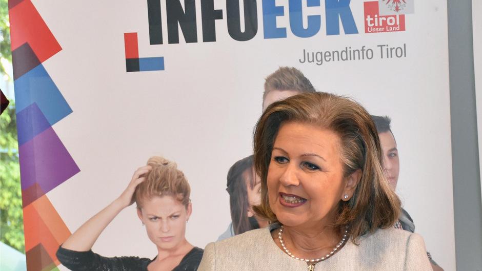"""""""Das InfoEck als Servicestelle des Landes in jugendrelevanten Fragen wird gern in Anspruch genommen"""", sagt Jugend-Landesrätin Patrizia Zoller-Frischauf."""