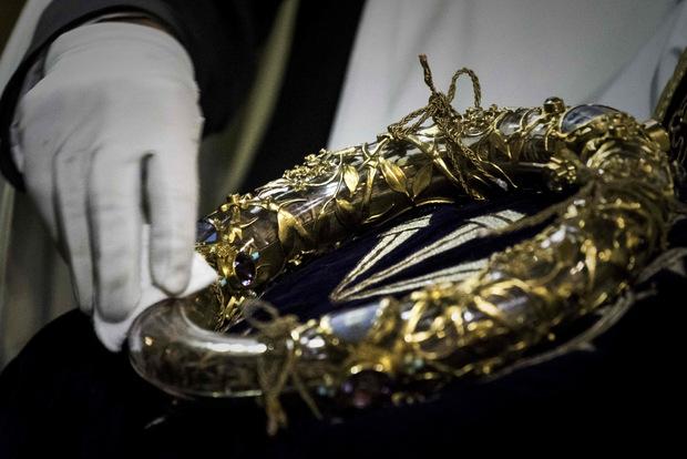 Eine der wichtigsten Reliquien der Christenheit, die Dornenkrone Jesu, konnte gerettet werden.