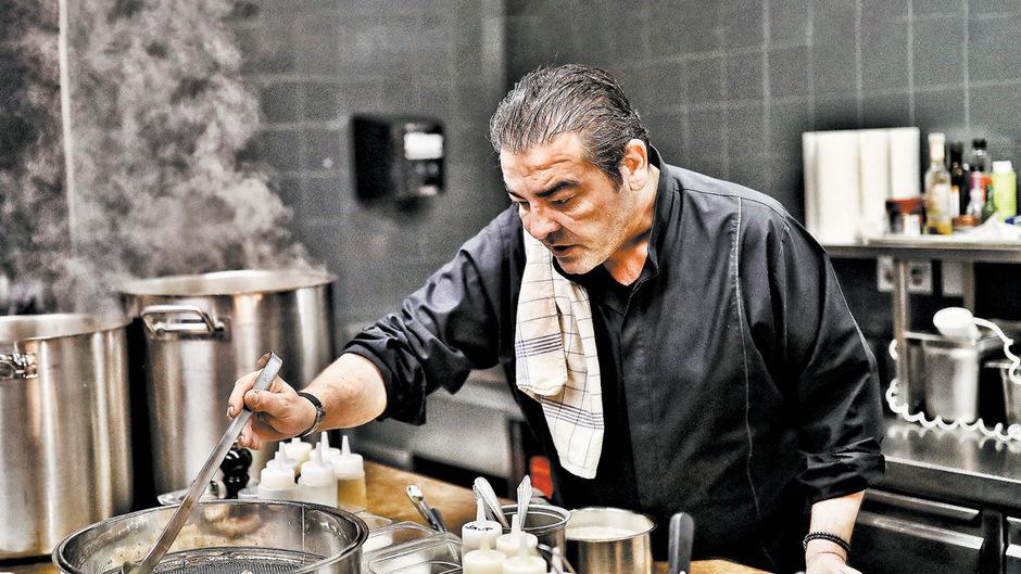Juan Amador lässt am Herd Erinnerungen an die Küche seiner Oma aufleben. Neu interpretiert, versteht sich.