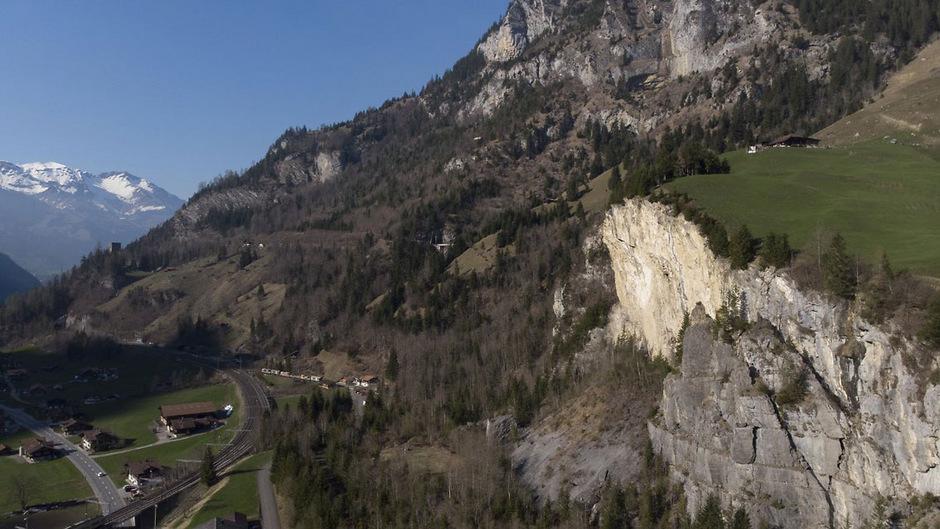 In einem Munitionslager in der Alpengemeinde Mitholz besteht laut Experten akute Explosionsgefahr.