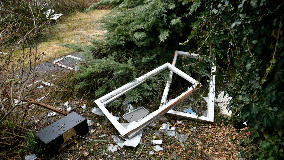 Zerstörte Fenster und Möbel: Im März wüteten Jugendliche in Wattens, sie wurden ausgeforscht.