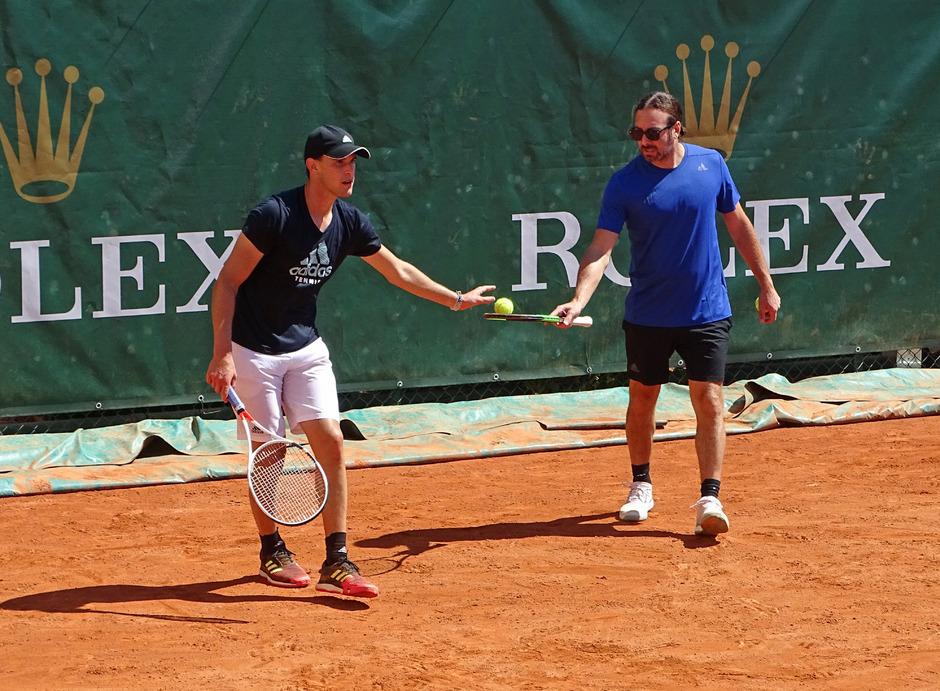Mit Neo-Trainer Nicolas Massu bricht Dominic Thiem in der mondänen Tennis-Anlage in Monte Carlo zu neuen Höhen auf.