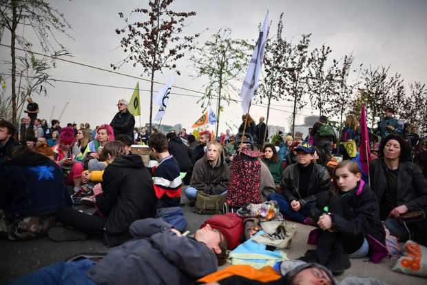 Demonstranten blockieren die  Waterloo-Brücke.