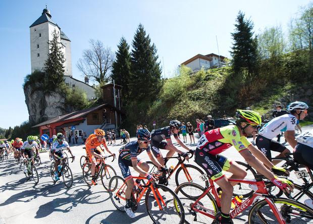 Die erste Etappe der Tour of the Alps führt über Mariastein.