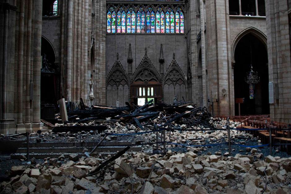 Das Innere der Kathedrale Notre-Dame nach dem Großbrand.