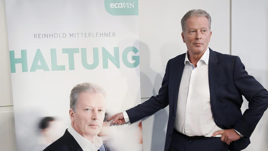 """Das Buch """"Haltung"""" von Ex-ÖVP-Chef Reinhold Mitterlehner erbost seine Heimatpartei."""
