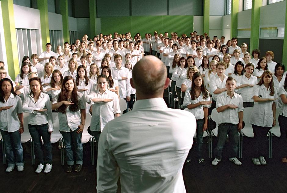 """Bildausschnitt aus dem Film """"Die Welle"""" von 2008."""