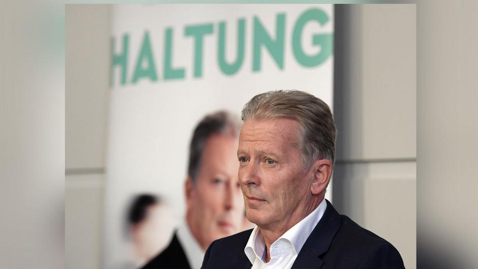 """Reinhold Mitterlehner präsentiert sein Buch """"Haltung"""". Er sieht darin keine Abrechnung mit Kurz' Politik, wohl aber eine Klarstellung."""