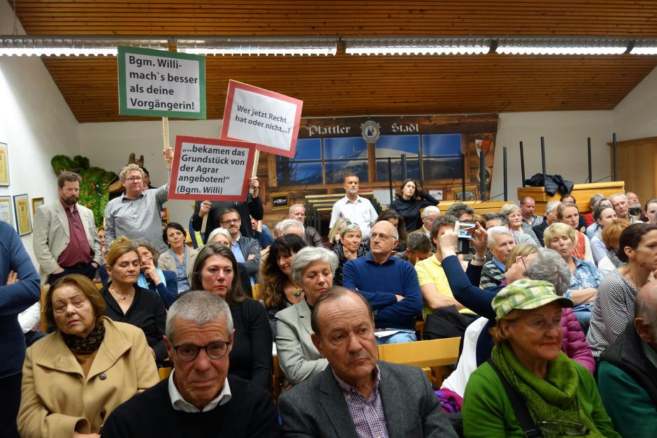 """Auch bei der jüngsten Stadtteilausschusssitzung war der Protest gegen """"Am Bichl 3"""" unübersehbar."""