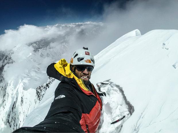 Der Ötztaler Hansjörg Auer bestieg unter anderem als erster Alpinist den 7157 Meter hohen Westgipfel des Lupghar Sar in Pakistan über die Westwand.