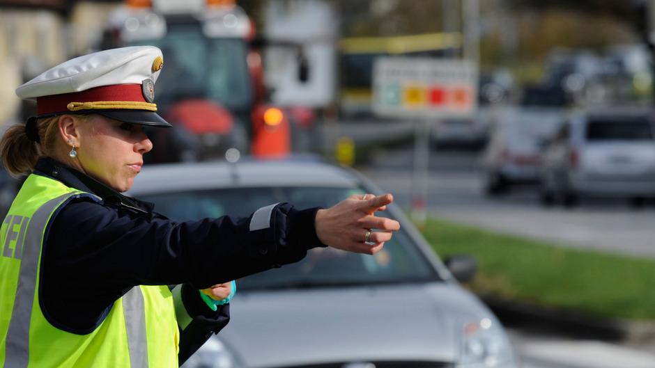 Die Polizei will mit verstärkten Kontrollen für Sicherheit auf den Straßen sorgen.