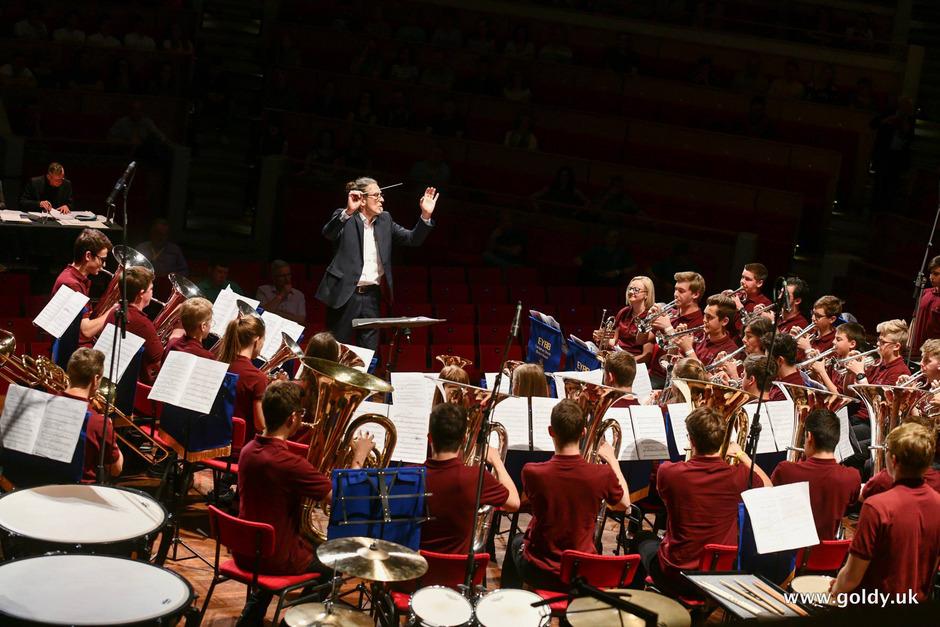 Der gebürtige Osttiroler Andreas Lackner formte aus talentierten Tiroler Musikschülern ein großartiges Orchester.