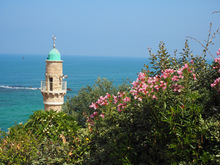 Die moderne Metropole Tel Aviv liegt am Mittelmeer.