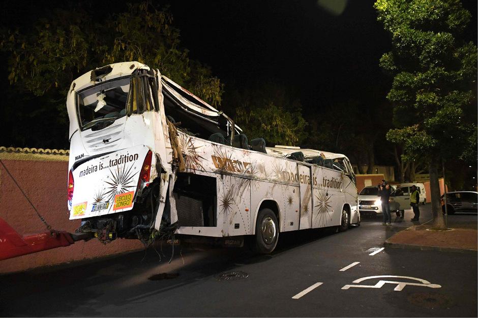 Bei dem Unfall im Ort Canico nahe Funchal wurden am Mittwochabend 29 Urlauber getötet, 27 weitere Insassen wurden verletzt.