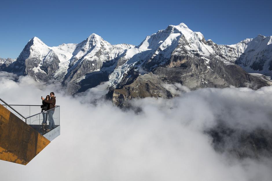 Der Skyline Walk am Schilthorn in der Schweiz.