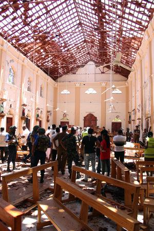 In der Kirche St. Sebastian in Negombo ist vom Dach nur noch das Gerippe übrig.