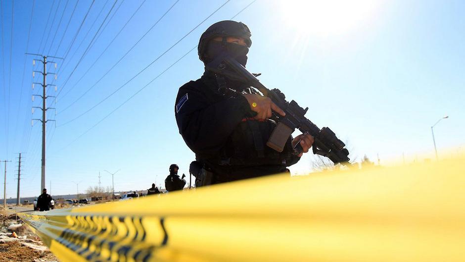 Hochgerüstet: Der Einsatz schwer bewaffneter Polizisten und Soldaten konnte die Gewalt der Drogenkartelle bislang nicht stoppen.