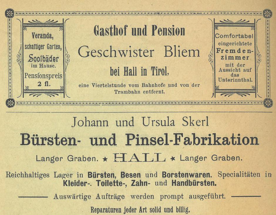 Historische Inserate von Betrieben und Geschäften in der Haller Altstadt sind derzeit vor Ort als Auslagendekoration zu bewundern.