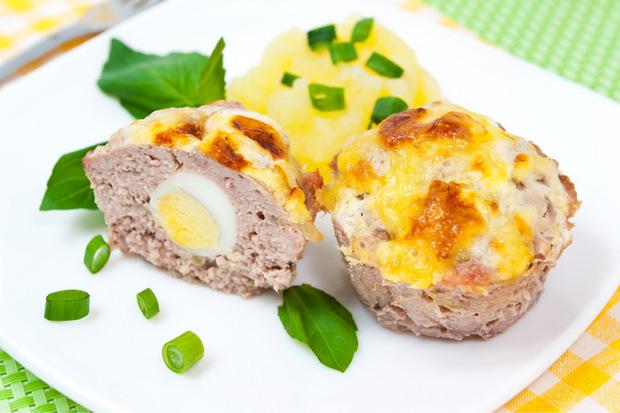 Aus Hackfleisch und Ei werden ungewöhnliche Muffins.