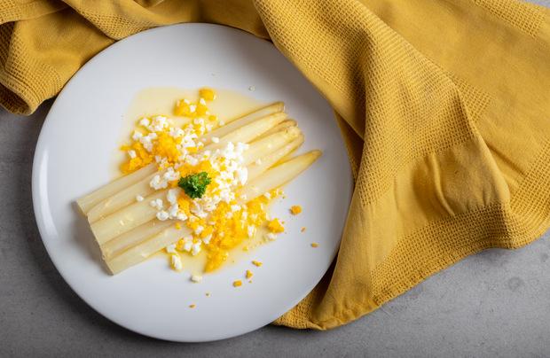 Bozen lässt grüßen: Gehackte Eier passen zu gekochtem Spargel.