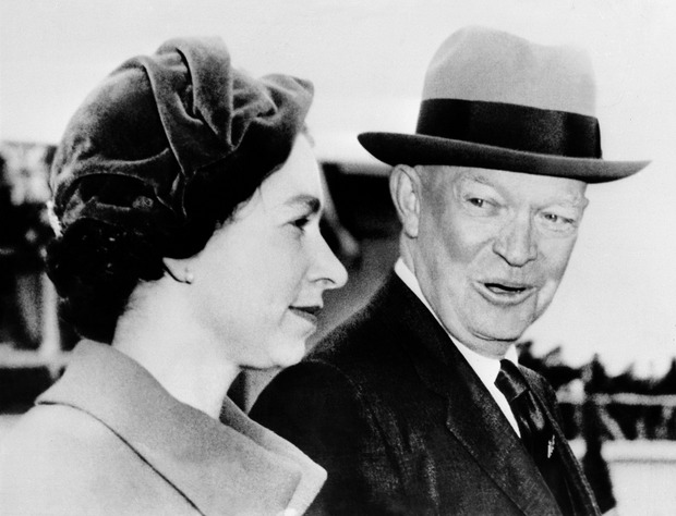 Queen Elizabeth und Dwight D. Eisenhower.