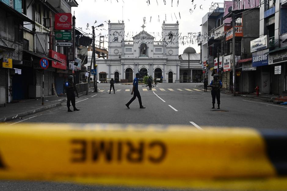 Nach jüngsten Angaben wurden bei den Anschlägen 321 Menschen getötet.