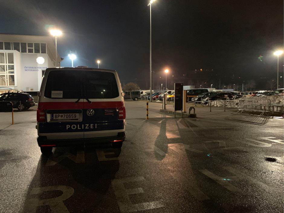 Den vermeintlich brutalen Übefall auf dem Tivoli-Parkplatz hat das vermeintliche Opfer wohl fingiert.