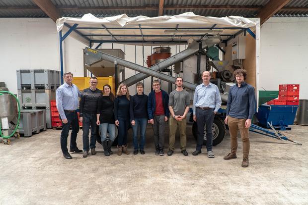 ...werden in der Ecofly-Anlage (im Bild das Projektteam)...