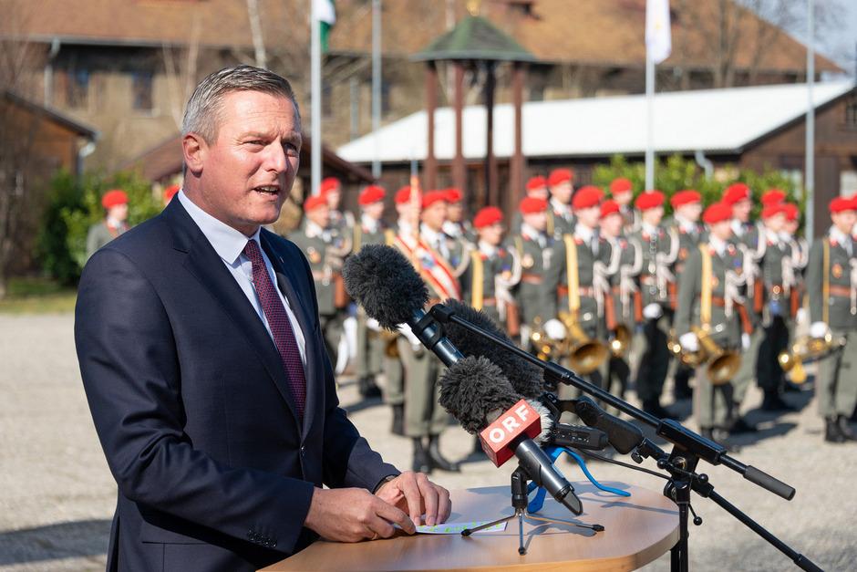Verteidigungsminister Mario Kunasek (FPÖ) beim Festakt Ende März in Graz. Noch sind nicht alle neuen Kommandanten bestätigt.