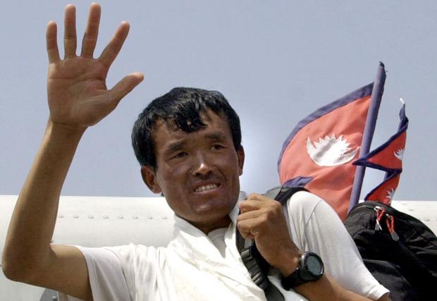2003 erreichte Lhakpa Gelu den Gipfel offiziell am schnellsten.