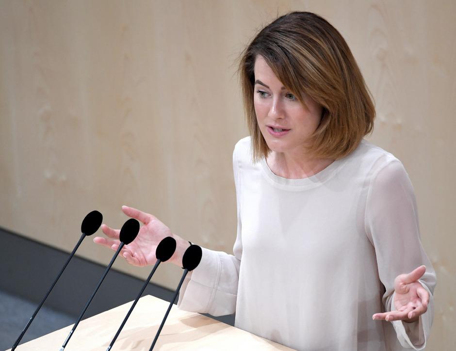 """NEOS-Abgeordnete Claudia Gamon warnte vor """"Zensur durch Upload-Filter"""" und sah China und George Orwell grüßen."""