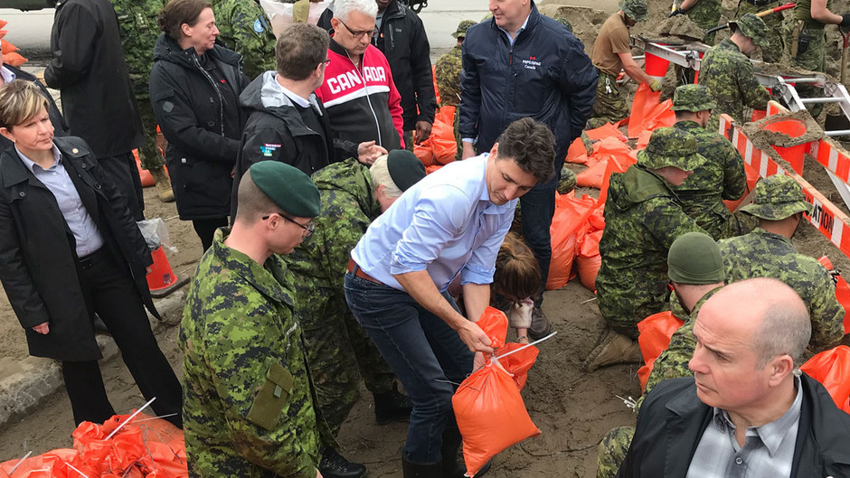 Justin Trudeau packte in Gatineau mit an.