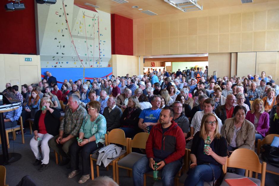 450 Interessierte waren zur mündlichen Verhandlung erschienen.