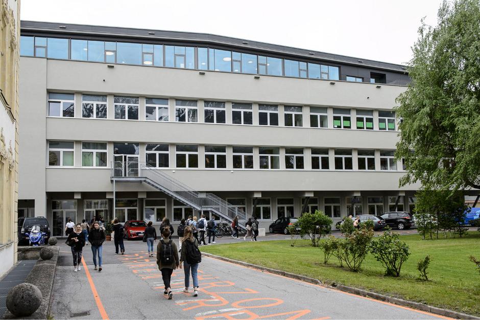 Die sanierte Ferrarischule in Innsbruck.