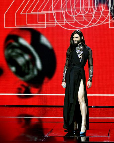 Conchita glänzte als Moderatorin nicht nur im Abendkleid.