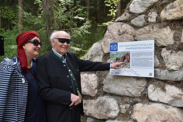 Alexandra Ciresa-König und ihr Vater Max Ciresa freuen sich über die Umsetzung des Knappensteigs in Schwaz.