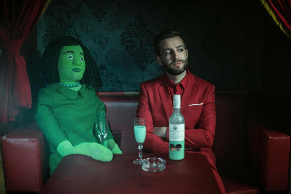 """Josh. versucht seinen Erfolgskurs nach """"Cordula Grün"""" mit weiteren Songs """"Von Mädchen und Farben"""" fortzusetzen."""