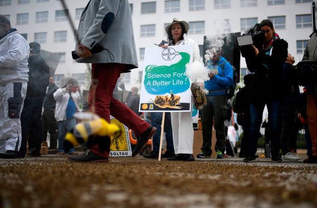Proteste gegen den Pharma-Giganten Bayer in Bonn.