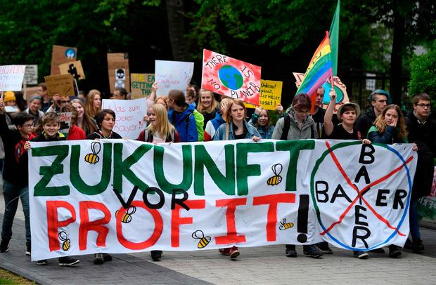 Proteste vor den Türen des Konzerns.