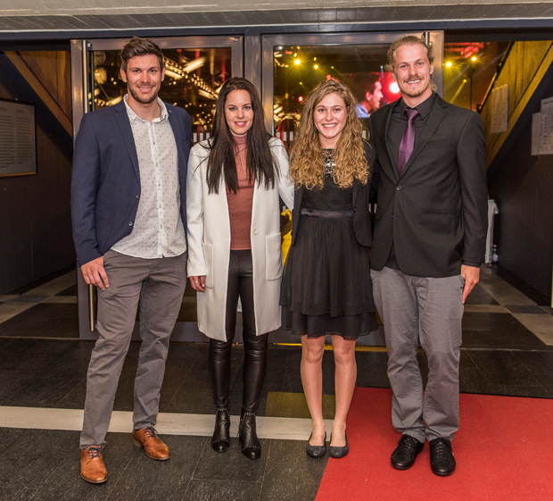 The team of the year of Tyrol, ski jumps Michael Matt, Stephanie Bruner and Manuel Feller (from left to right), with the year of the year Laura Stigger (2nd from left).