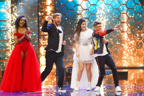 Die vier Finalisten (v.li.): Alicia-Awa Beissert, Nick Ferretti, Joana Kesenci und Davin Herbrüggen, der sich schließlich durchsetzen konnte.