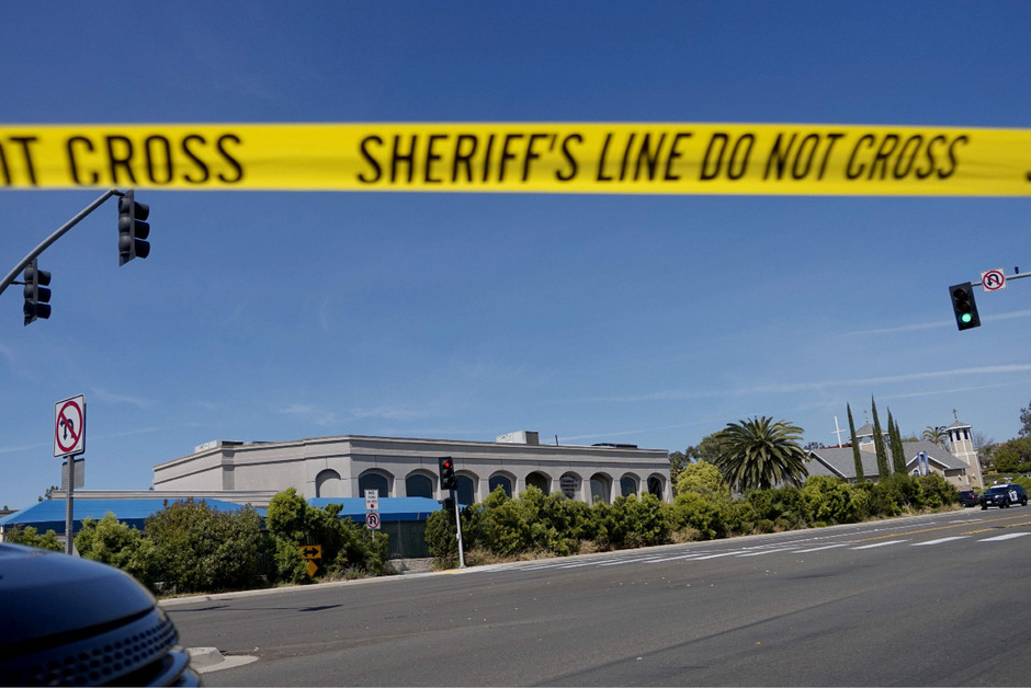 In dieser Synagoge in der Stadt Poway nördlich von San Diego schoss der Attentäter mit einem Sturmgewehr auf die Menschen, die das Pessachfest feierten.